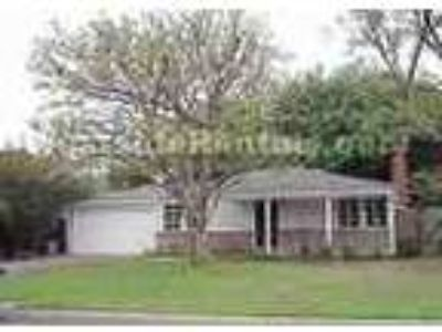 Toluca Woods Two BR W Large Fenced Yard