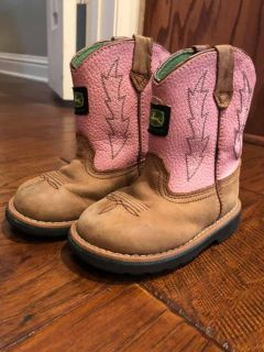 Toddler Girls Pink Leather John Deere Boots size 7.5, great condition.