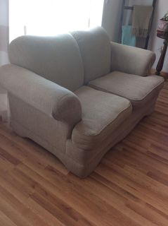Beautiful 4 piece broyhill sofa set SCROLL OVER FOR ALL PICTURES