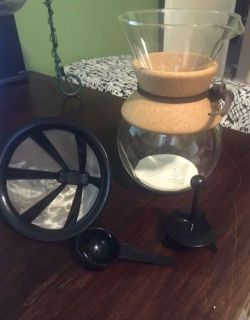 Coffee maker with permanent filter