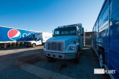 2000 Freightliner Cargo Truck