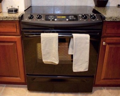Black GE Electric Stove **priced to sell**