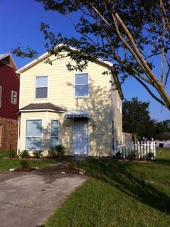 - $400 3 bdrm1.5 bath house (near LSU)