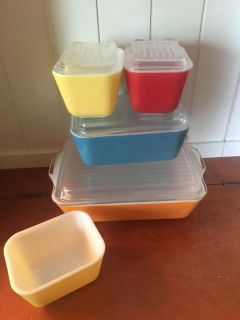 Pyrex refrigerator dishes