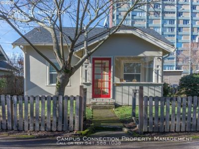 Classic and charming 3 bed/2 bath bungalow near downtown and U of O - available March!