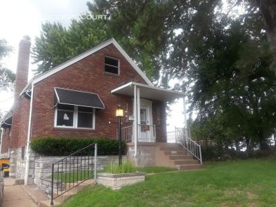Gorgeous 2 Bed 1Bath in Jennings with Finished Basement