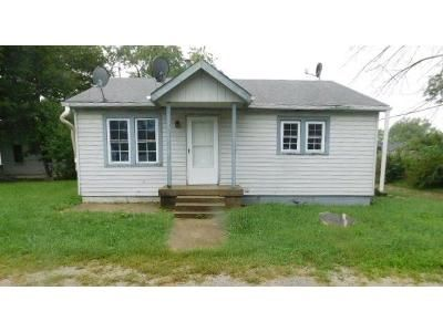 2 Bed 1 Bath Foreclosure Property in Greenfield, IN 46140 - N Hendricks St