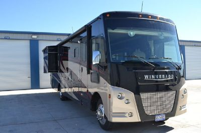 By Owner! 2017 35ft. Winnebago Sunstar LX w/2 slides