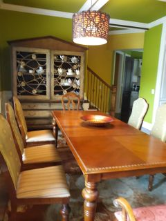Broyhill Dining Table, Seats 8