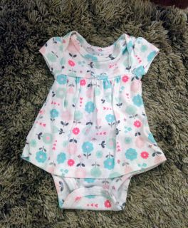 5 infant baby girl adorable outfits (like new)