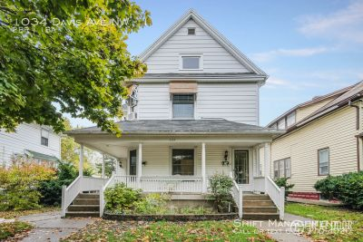 1034 Davis NW #1 - Cool 2-bedroom unit on the NW side!
