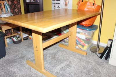 Table - Very sturdy! Dining/Desk