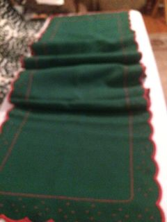 RED TRIMMED GREEN TABLE RUNNER