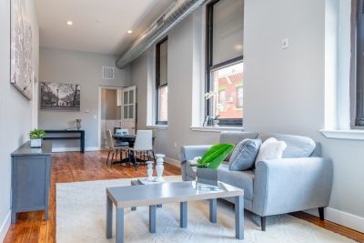 Ground Level 2 bedroom In Point Breeze Lots of Tall Windows Vintage Hardwood Flooring