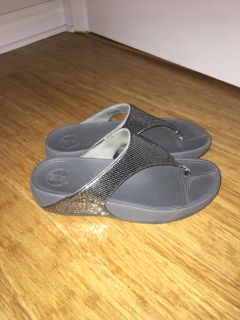 Fitflops silver sequins exercise sandal size 9 / 40