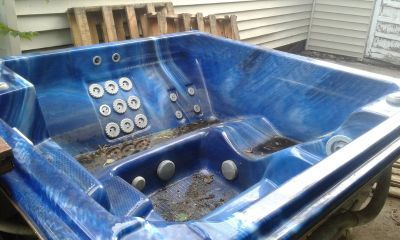 HOT TUB!! TAKIN OFFERS HAS TO BE GONE ASAP IM MOVING!