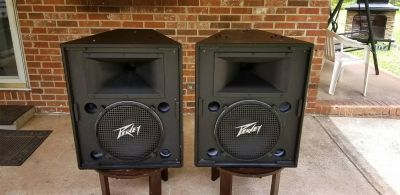 Nice Pair Peavey HV 1580 Pa Speakers more pics in comments