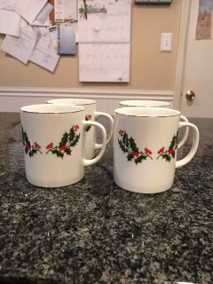 Set of 4 holly berry coffee cups