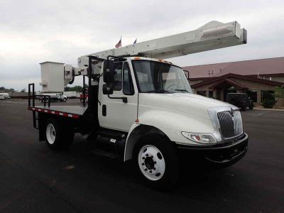 2005 International 4200 Versalift