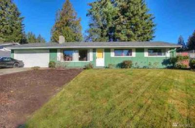 4808 Belair Dr SE Lacey, This beautifully kept home welcomes
