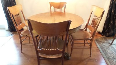 ANTIQUE ROUND SOLID OAK CLAW FOOT TABLE AND 4 SPINDLE CHAIRS