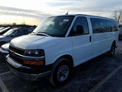 """2015 Chevrolet Express Passenger RWD 3500 155"""" LT w/1LT (White)"""