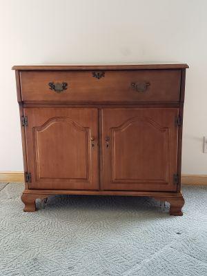 Liquor Cabinet Maple - Vintage 1950's