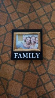 Family picture frame holds 6 x 4 new 4.00