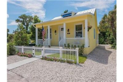 Modern Floridian Half-house for Rent In Naples