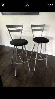 2 Modern and Contemporary Bar Stools