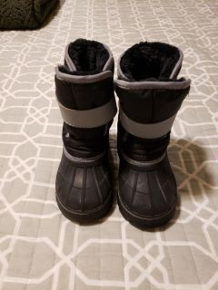 Size 7/8 Cat & Jack toddler boys boots
