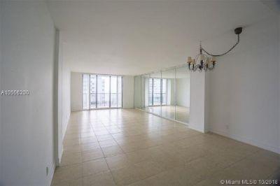 Miami Beach: 1/1.5 Private apartment (Collins Ave., 33139)