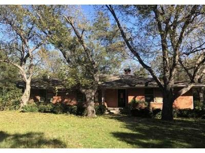 1 Bed 2 Bath Foreclosure Property in Sherman, TX 75092 - N Woods St