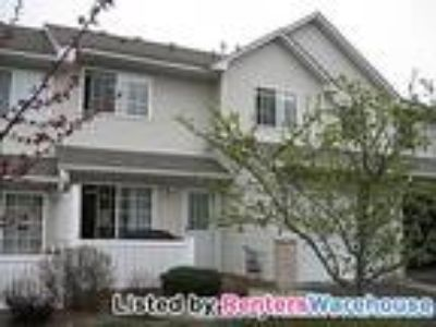 Great Two BR/1.5 BA Townhome in Woodbury!