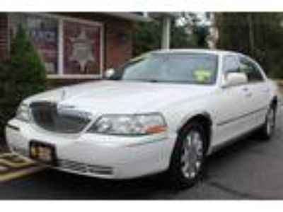 Used 2003 LINCOLN TOWN CAR For Sale