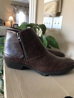Never Worn Bolo Ankle Boots/ Size 8.5