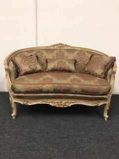 High Quality Sofa, Hand Carved, Hand-Sewn, Made with Beech-Wood and 100% Egyptian Cotton