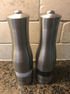 Electric salt and pepper
