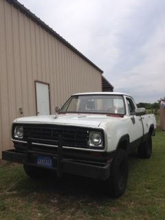 1974 DODGE 1/2TON 4 WHEEL DRIVE