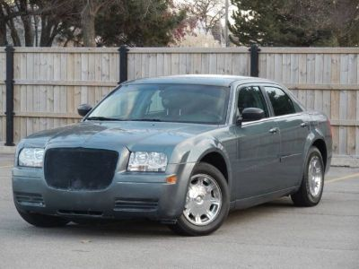 2005 Chrysler 300 Base Rwd 4dr Sedan
