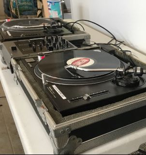 DJ Technic 1210 Turntables