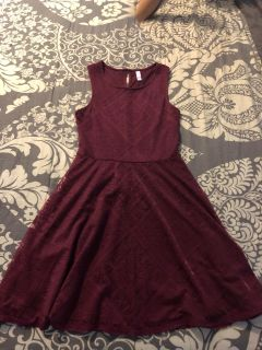 Juniors dresses sz small $black and burgundy $5 each white is $10