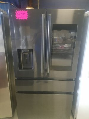 Refrigerator French doors black stainless steel which display