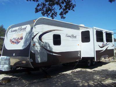 By Owner! 2012 33ft. Sunnybrook Sunset Creek 299 RKS w/slide