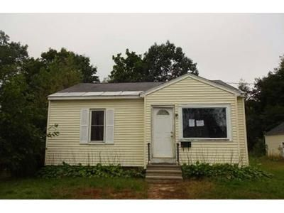 2 Bed 1 Bath Foreclosure Property in Claremont, NH 03743 - Barton St