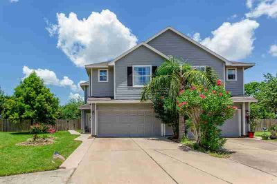 355 Brandy Ridge Lane DICKINSON Three BR, Lovely townhome in a