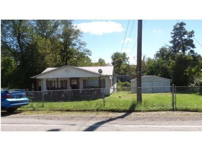 3 Bed 1 Bath Foreclosure Property in Pine Knot, KY 42635 - S Hwy 1651 Pk
