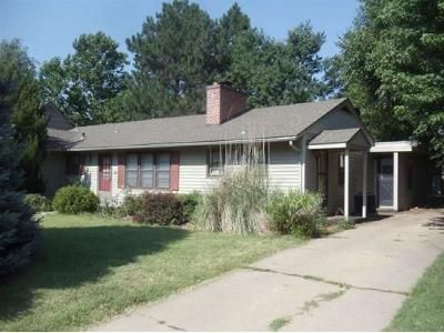 3 Bed 2 Bath Foreclosure Property in Hutchinson, KS 67502 - N Madison St