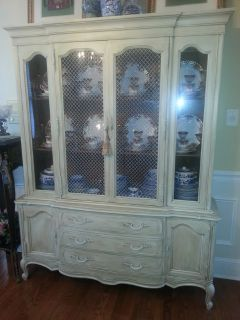 Vintage Thomasville china cabinet