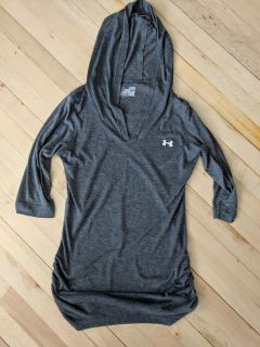 Under Armour semi fitted top